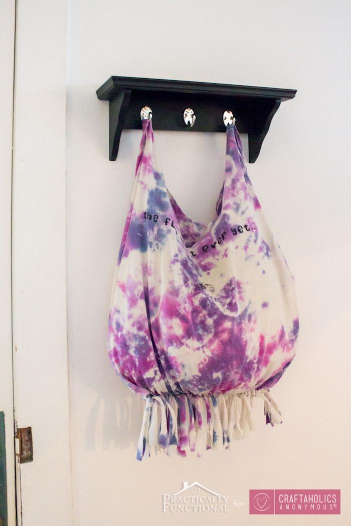 Sac à main pour faire les cours de t-shirt hippie style, sans coudre avec noeuds pour faire des franges, tuto sac, modele de sac en tissus, tuto sac cabas