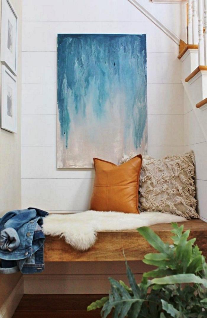 peinture moderne abstraite en bleu et blanc à réaliser soi même, tableau abstrait contemporain en déco murale dans l'entrée