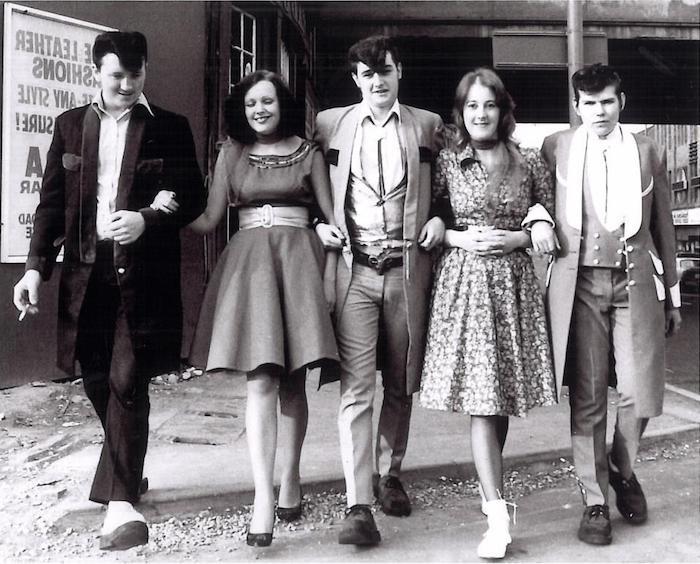 Amis d'école, tenue guinguette femme, lycéens des années 60, vetement annee 60 chic tenue