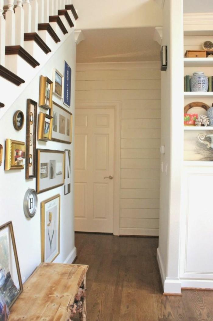 Bois banc, escaliers décoration pentures, idee blanche peinture couloir long et étroit, élargir son couloir