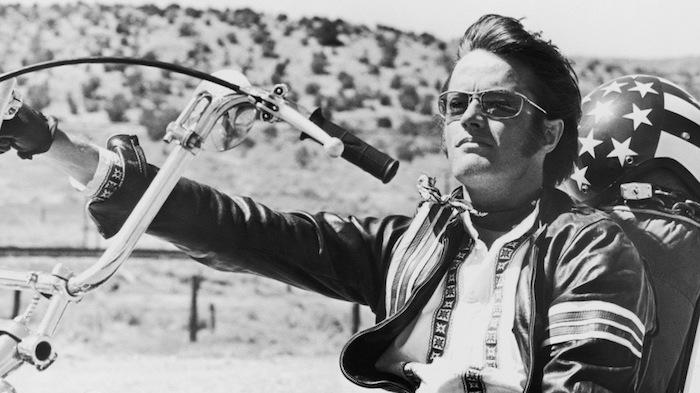 Peter Fonda s'était fait connaitre du grand public avec le film Easy Rider aux cotés de Jack Nicholson et Dennis Hopper, qu'il a produit et co écrit