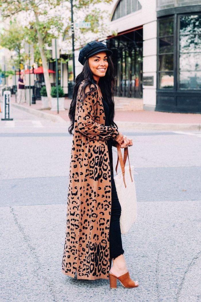 Manteau longue motif animal, jean noir tenue femme look hiver, mode automne hiver 2019, quelles sont les tendances
