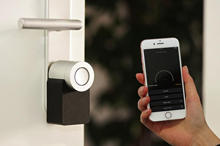 alarme connectée maison permettant un contrôle à distance via smartphone, domotique de sécurité