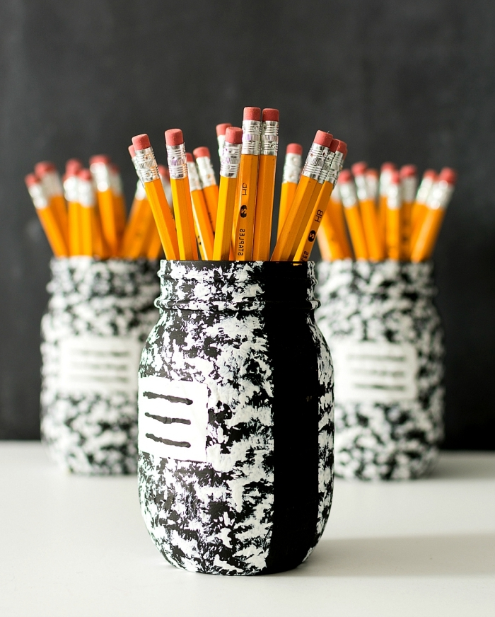 modèle accessoire bureau personnalisé, exemple que faire avec un jar, idée comment customiser un bocal avec peinture
