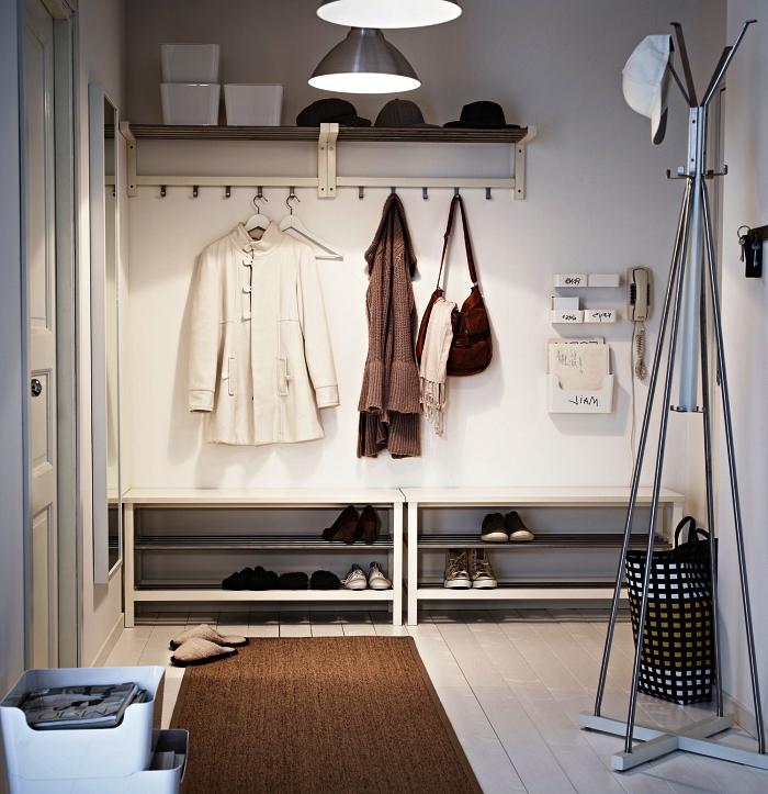 quel meuble entrée couloir choisir pour optimiser un petit espace, meuble à chaussures gain de place et penderie murale au même design, vide-poche mural pour l'entrée