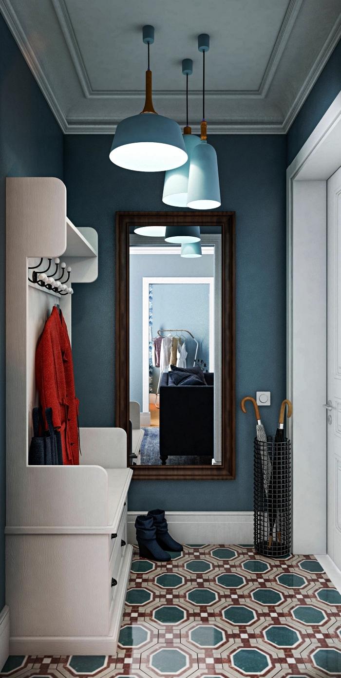 idée meuble entrée couloir étroit, vestiaire avec crochets et espace de rangement dans une petite entrée en carreaux de crédence vintage
