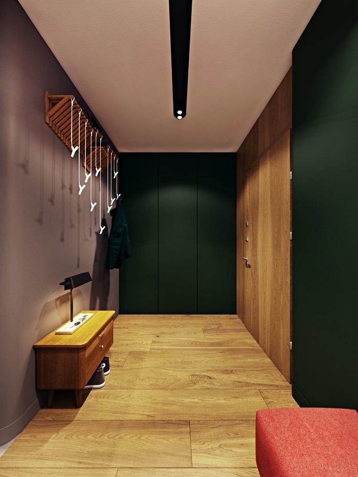 aménagement d'un hall d'entrée spacieuse avec placards encastrés, hall d'entrée peinte en rose vieux et vert foncé