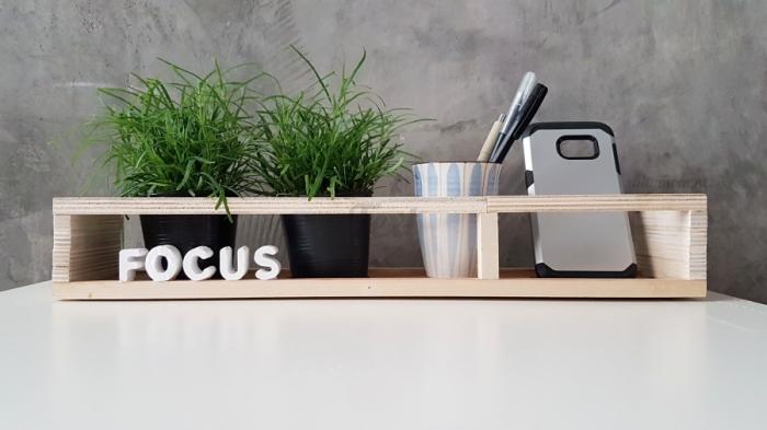 idée rangement de bureau DIY, fabriquer une étagère bureau avec planche bureau en bois et séparateur en bois