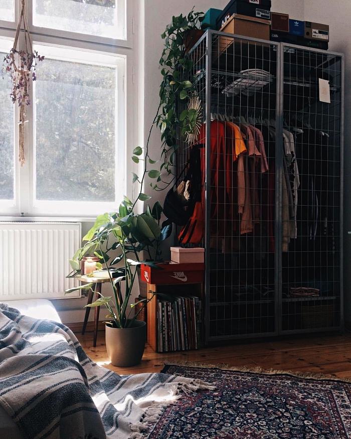 aménagement d'une chambre avec dressing industriel, armoire penderie métallique