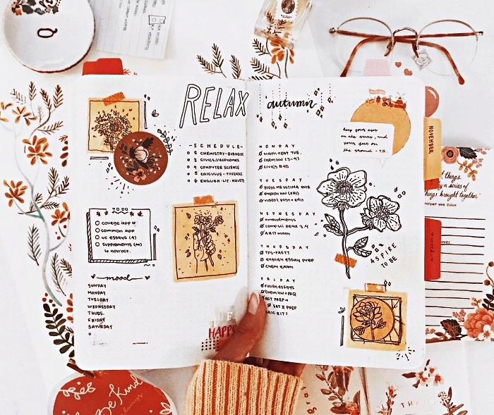exemple de mise en page d'un calendrier hebdomadaire accompagné de petits dessins et des bouts de papier kraft collées