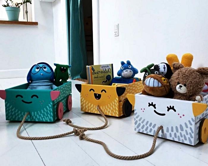 idée rangement fonctionnel pour la chambre d'enfant, caisses de rangement kawaii pour y stocker les jouets et les livres d'enfants