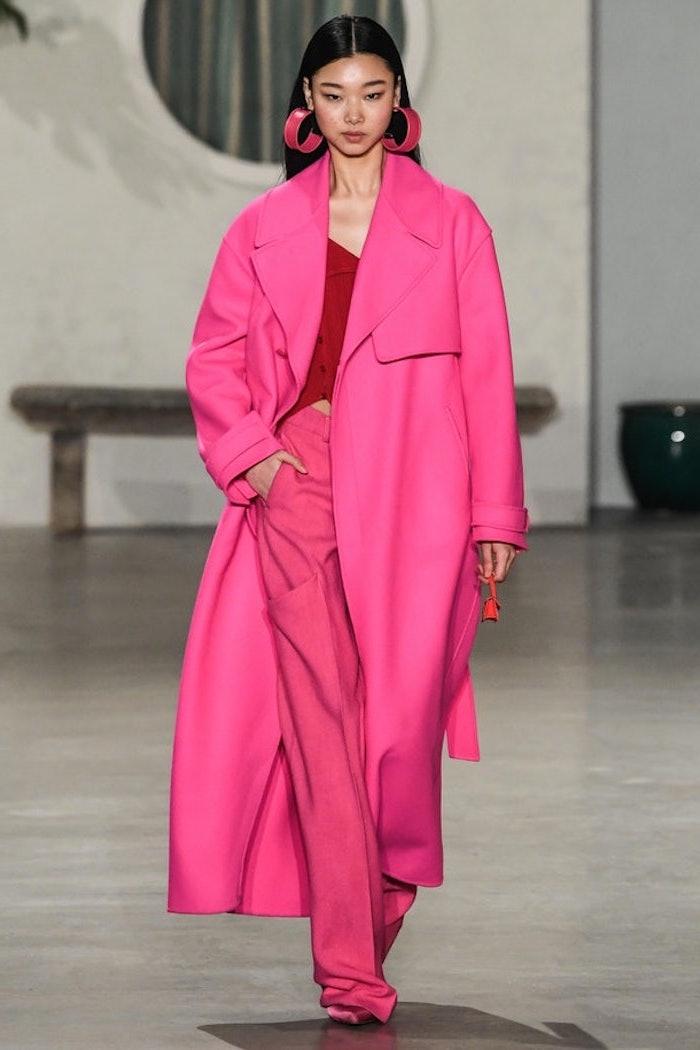 Rose fushia manteau femme hiver 2019 2020, tendance automne hiver 2019 2020, tenue femme total rose