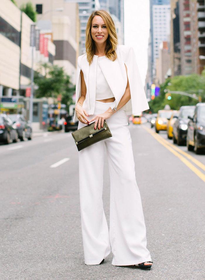 Tenue tout blanc, pantalon évasée blanc, veste type cape blanc, mode hiver 2019 2020, tenue tendance automne 2019