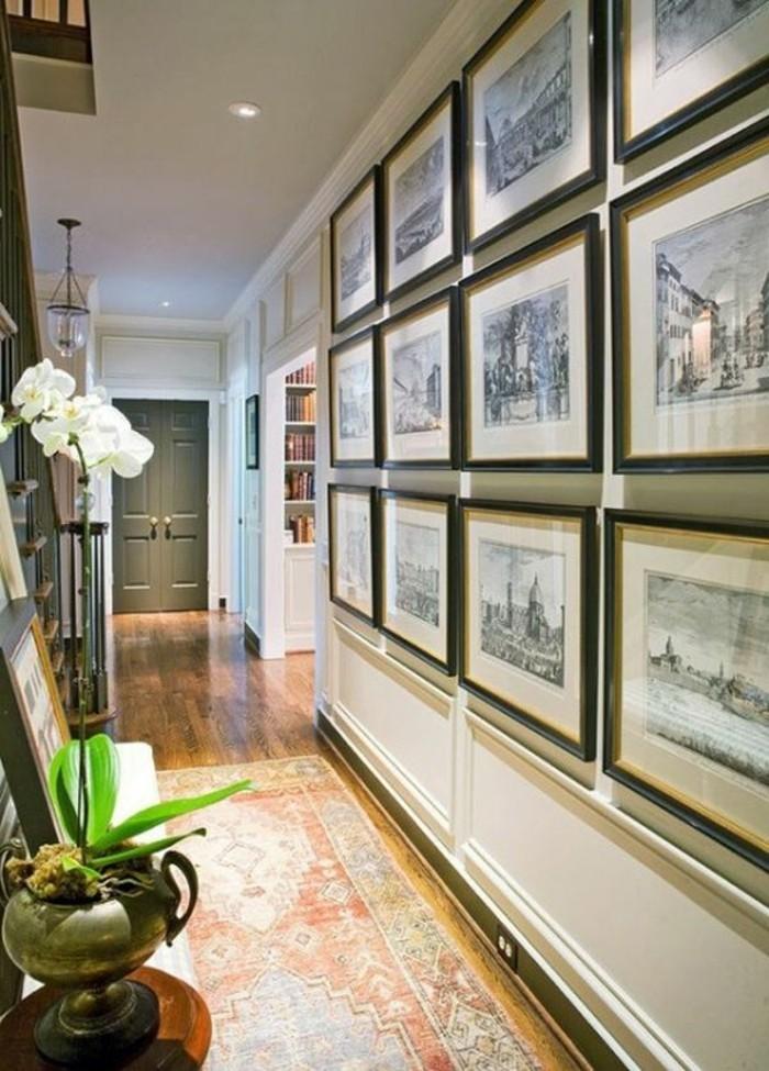 Tapis oriental long, plante décorative orchidée blanche, dessin crayon déco murale, couloir d entrée étroit, illusion d'optique pour plus d'espace