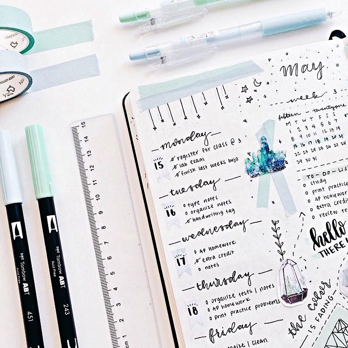 agenda hebdomadaire avec listes des tâches à accomplir, carnet bullet journal idées de mise en page du planning de la semaine