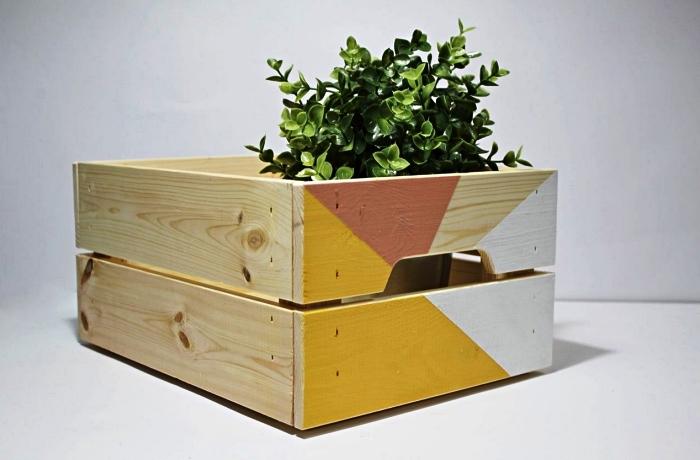 une cagette bois deco détournée en jardinière graphique, que faire avec des boîtes en bois ikea knagglig