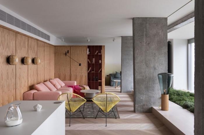 exemple de revetement mural bois dans un salon avec accents de style industriel, meubles de salon style contemporain