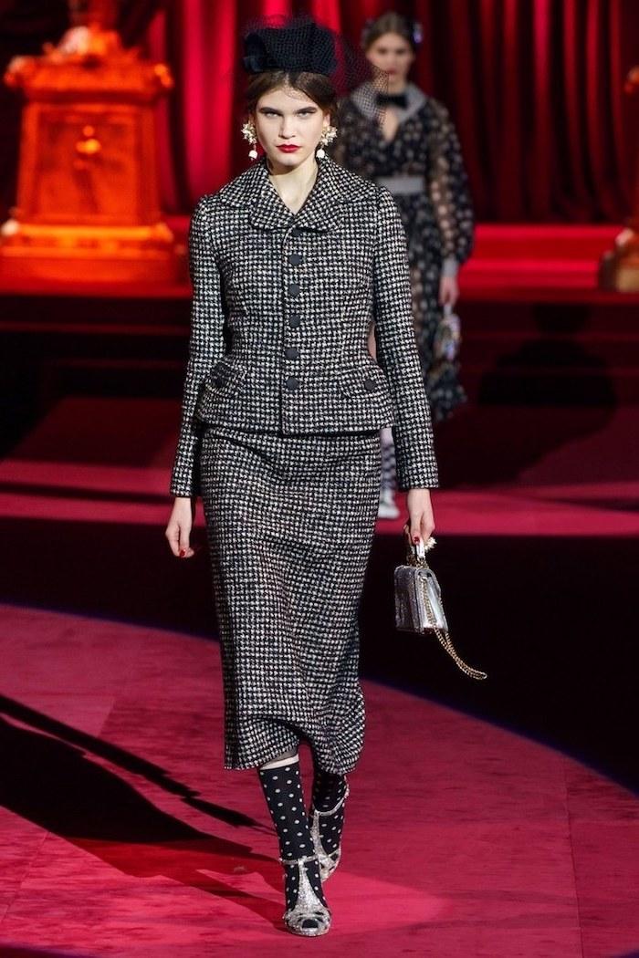 Tailleur noir et blanc femme, idée tenue chic, tenue classe hiver comment s'habiller, adopter les meilleures tendances