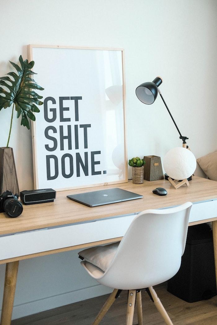 Motivation encadré, bureau scandinave déco, idée comment meubler son coin bureau simple, chaise nordique design