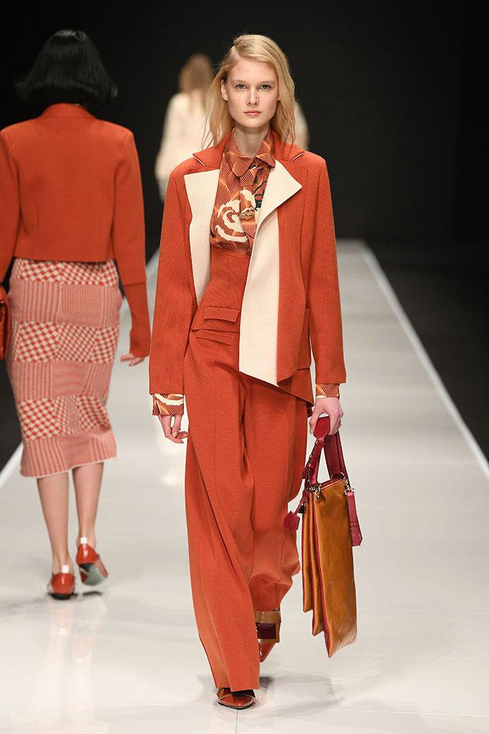 Orange couleur tendance 2019, les meilleures tendances 2019, tailleur combinaison orange et veste grande taille