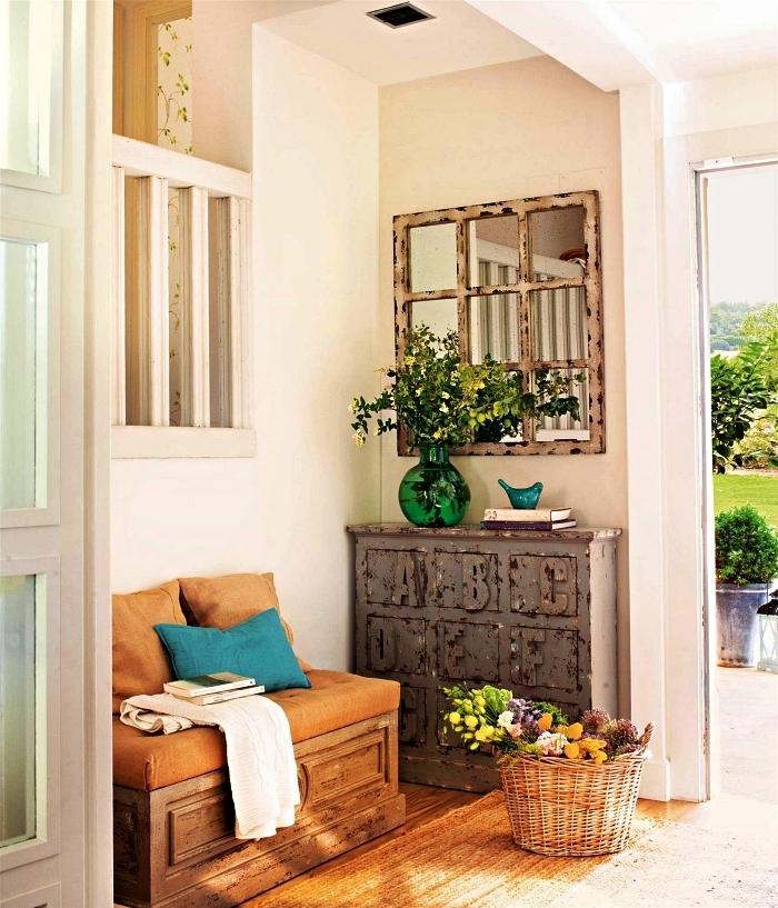 banc d'entrée avec rangement intégré installé à coté d'un meuble d'entrée vintage industriel