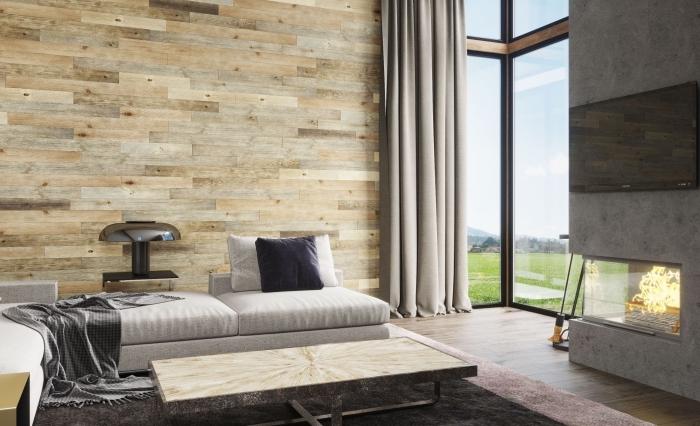 design intérieur moderne dans une pièce avec cheminée béton et murs habillées en planches de bois différentes couleurs