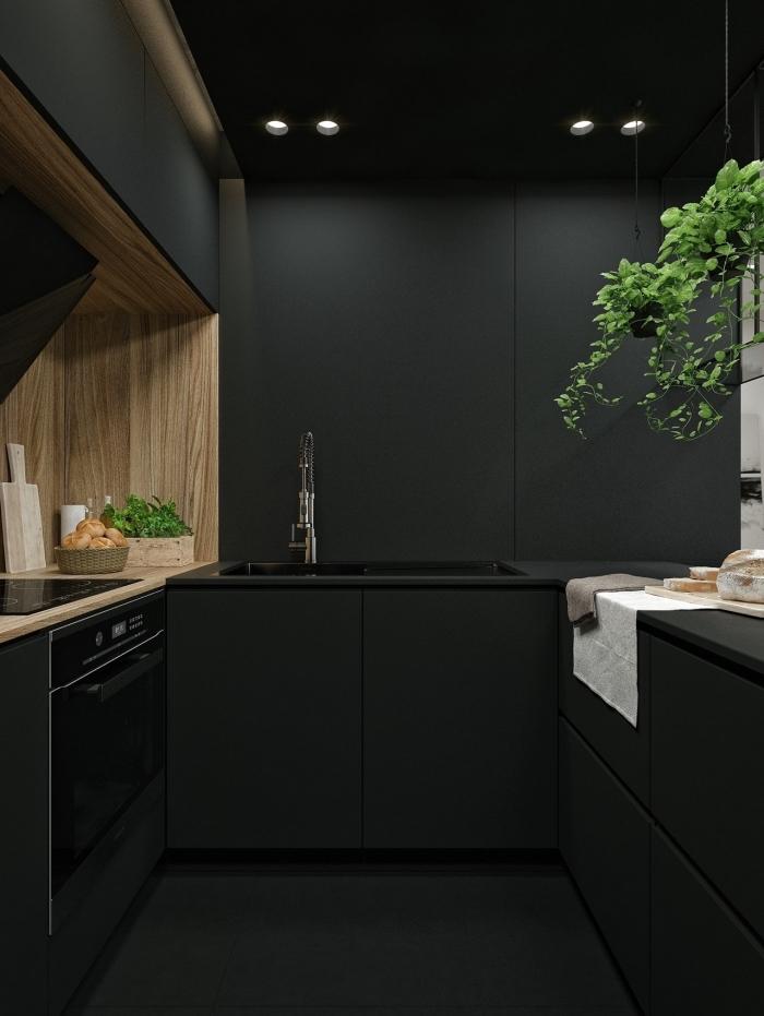 idée plan de travail noir, déco petite cuisine en parallèle, design intérieur moderne dans une petite cuisine noire et bois