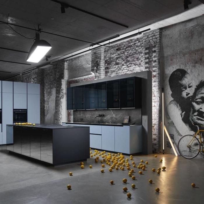 quelle couleur mur cuisine moderne, idée crédence gris anthracite mat, agencement cuisine ouverte avec îlot