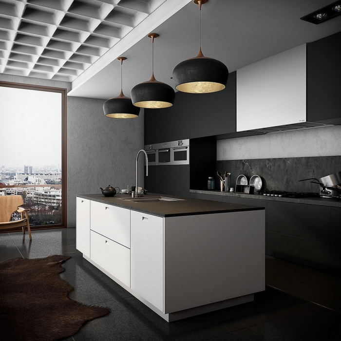 déco cuisine moderne linéaire avec îlot central, modèle de cuisine aux murs gris avec meubles en blanc et noir