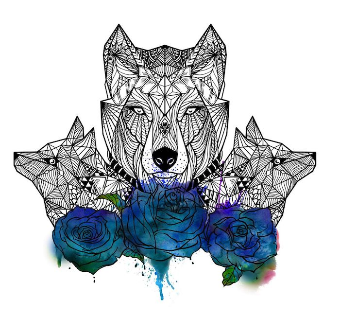idée dessin tatouage, trois loup aux têtes graphiques à figures géométriques et des roses bleues aquarelle à la base