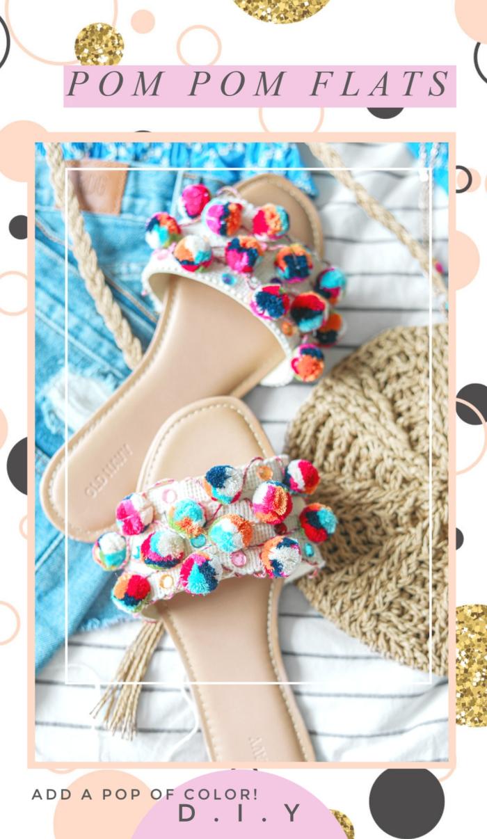 que faire des pompons en laine, idée comment personnaliser ses sandales, paire de sandales plates femme décorées avec pompons