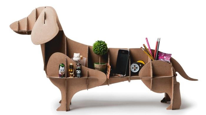 exemple organiseur de bureau original à faire soi même, diy accessoire rangement fournitures en carton design chien