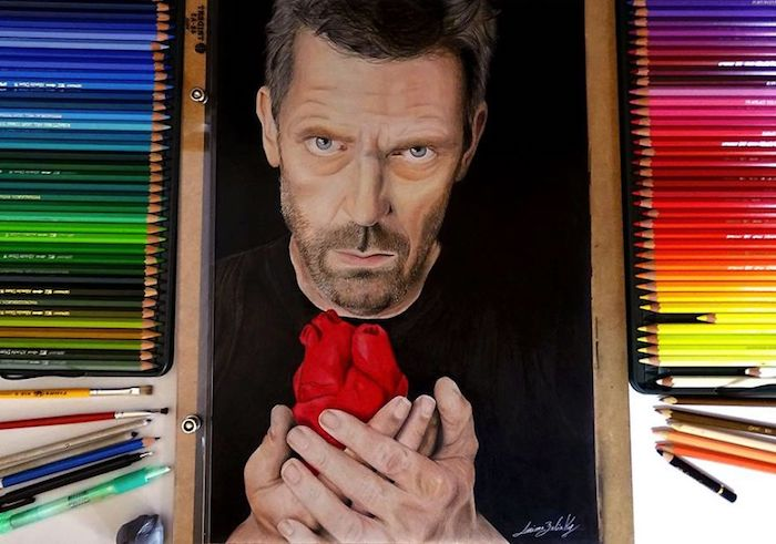 House M.D. dessin réaliste portrait, le docteur acec un coeur dans les mains, dessin visage coloré, dessin au fusain, idée pour tatouage réaliste