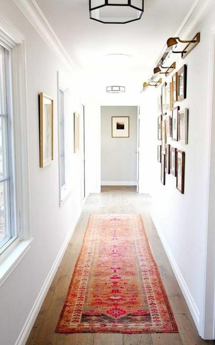 Blanc mur couloir, tapis oriental long, couleur peinture pour couloir étroit, idée comment décorer