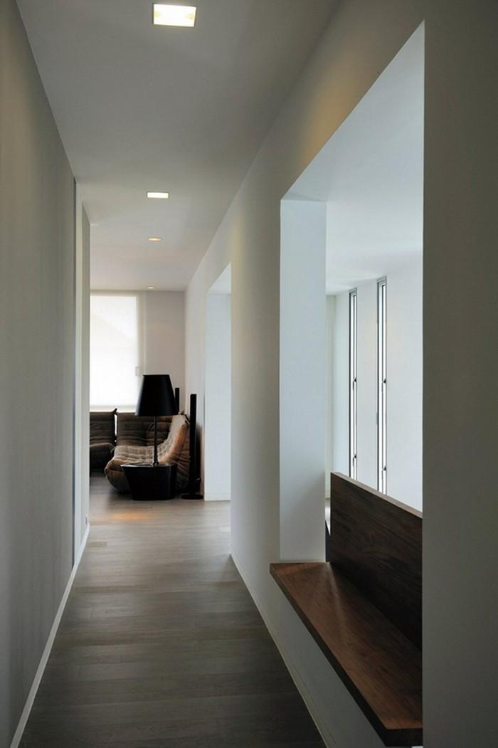 Idée comment décorer son couloir en fonction de l'espace, simple couloir sans decoration, couleur taupe mur