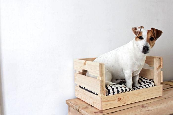 cageot en bois transformé en panier pour chien, astuces ikea pour les animaux de compagnie