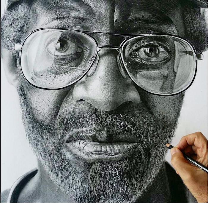 Portrait photo réaliste d'homme avec lunettes, cheveux et barbe dessin au crayon magnifique, dessin visage femme, dessiner mieux