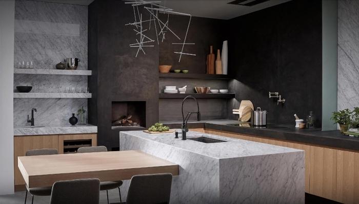exemple de cuisine bois et noir mat, agencement cuisine en l avec îlot table à manger en marbre et bois clair
