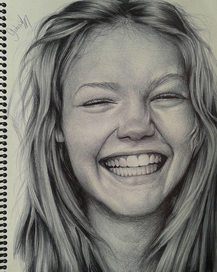 Dessin fille souriante, pratique pour devenir meilleur au dessin, comment faire le claire obscure au crayon