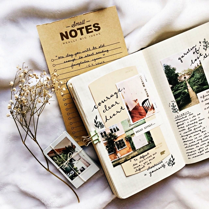 deco bullet journal vintage, une page double décorée avec des photos et de petits dessins végétaux