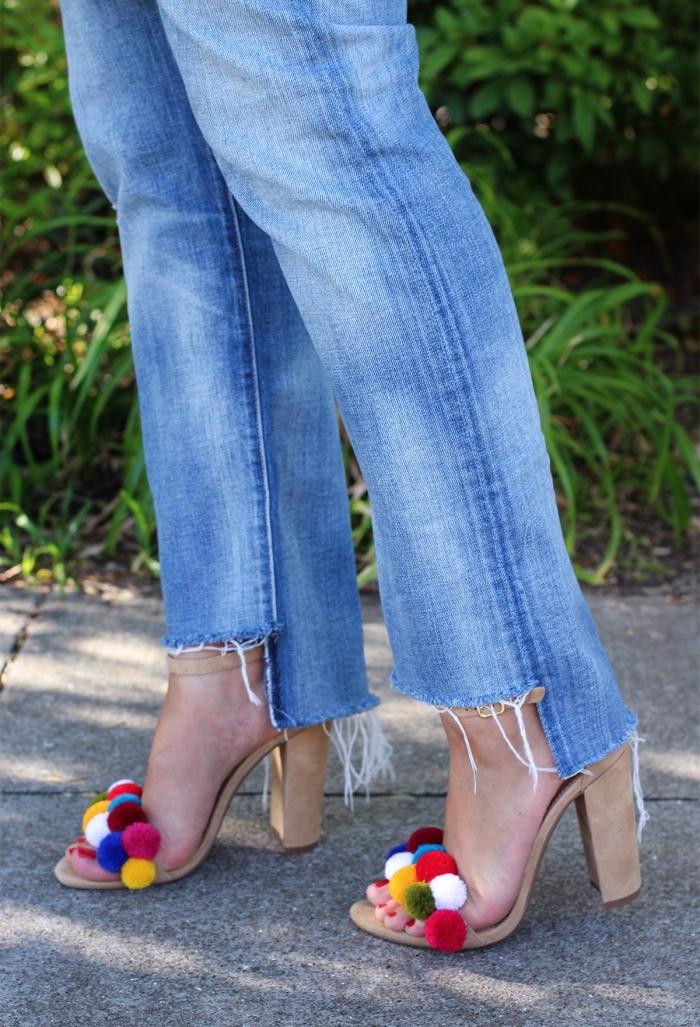 modèle de sandales à talon personnalisées avec pompons colorés, idée accessoire mode femme original à faire soi-même