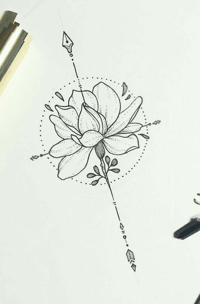 Dessin compas et fleur, tatouage cheville femme, le plus beau tatouage femme