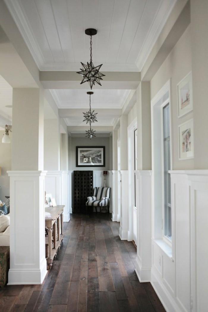 Idée murs taupe et blanc, lustr étoile 3d, habiller un couloir long et étroit, photo couloir moderne