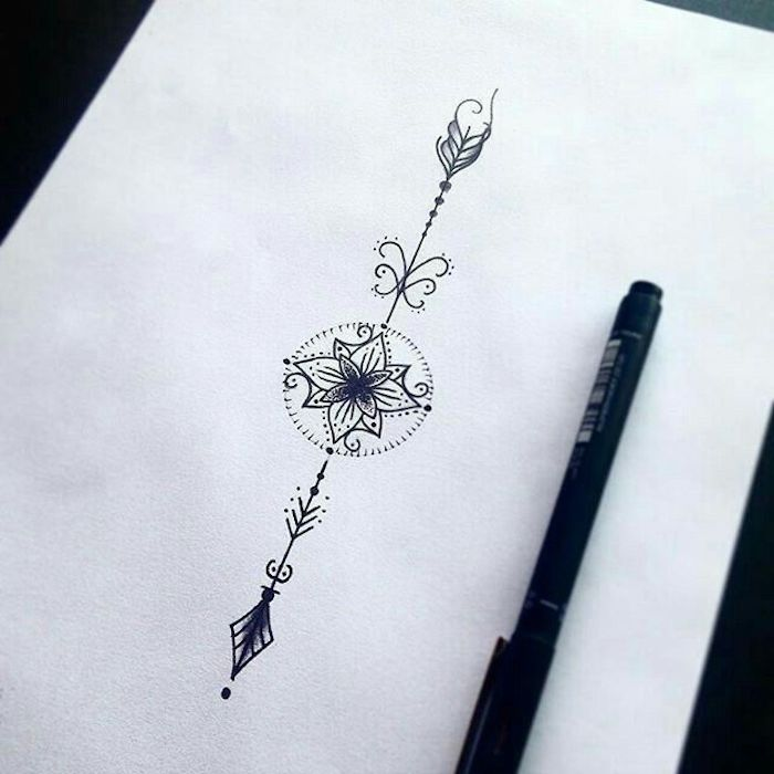 Dessin flèche avec fleur mandala au milieu, symbole tatouage, choix tatouage à grand signification