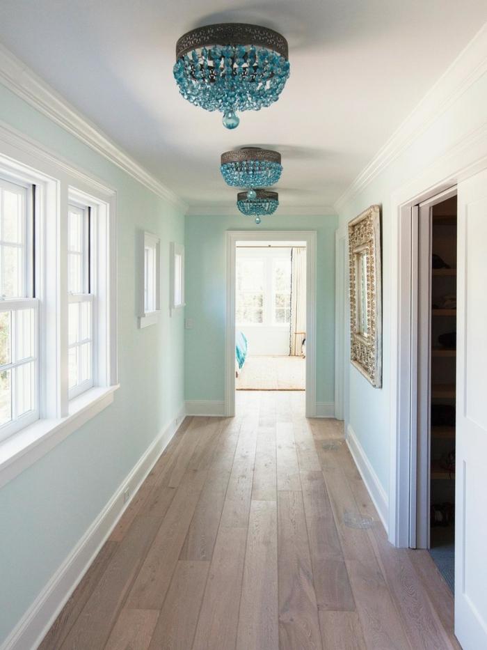 Lustre bleu, peinture couloir long et étroit, élargir son couloir, bleu claire mur