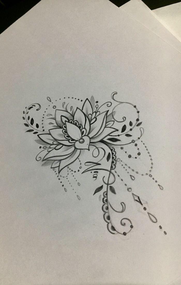 Photo de dessin magnifique avec beaucoup de détails, tatouage colonne vertebrale femme, tatouage fleur de lotus