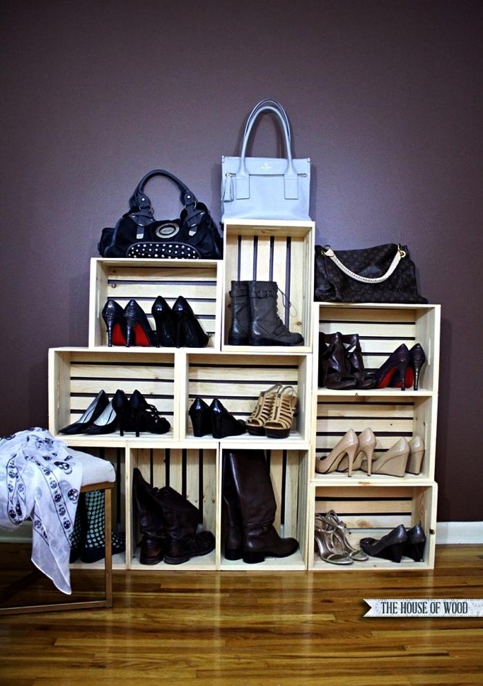 meuble caisson dressing pour chaussures et accessoires réalisé avec des cageots à vin récup