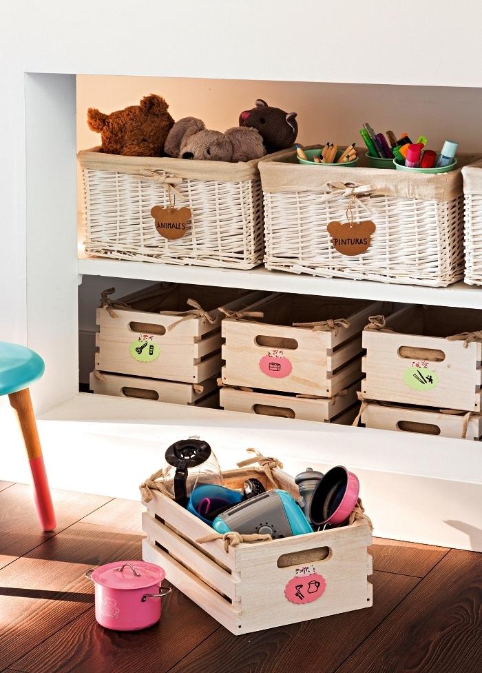 astuce rangement pour la chambre d'enfant avec des caisses en bois ikea knagglig, caisses de rangement pour jouets