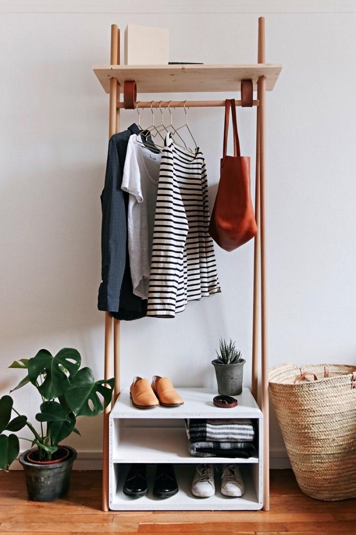 portant à vêtements en bois à faire soi même, idée pour faire un dressing en bois