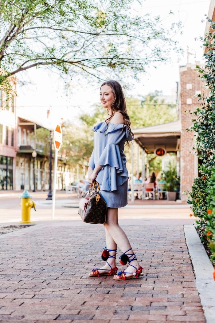modèle de sandales plates femme décorées avec pompons DIY, exemple que faire avec des pompons, idée créative fabrication accessoire mode